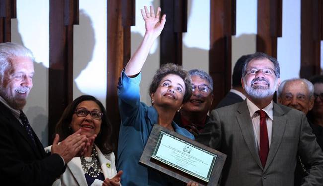 Dilma recebe título de cidadã baiana em Salvador - Foto: Lúcio Távora | Ag. A TARDE