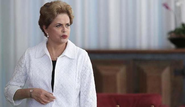 Dilma rebateu a ideia de que o Bolsa Família torna o beneficiário dependente do programa - Foto: Eraldo Peres | AP Photo