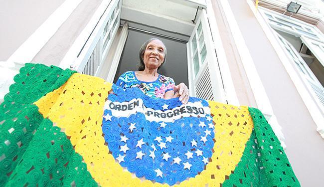 Dona Peu decora a casa há 28 anos e já ganhou o 1º lugar no concurso três vezes - Foto: Joá Souza l Ag. A TARDE