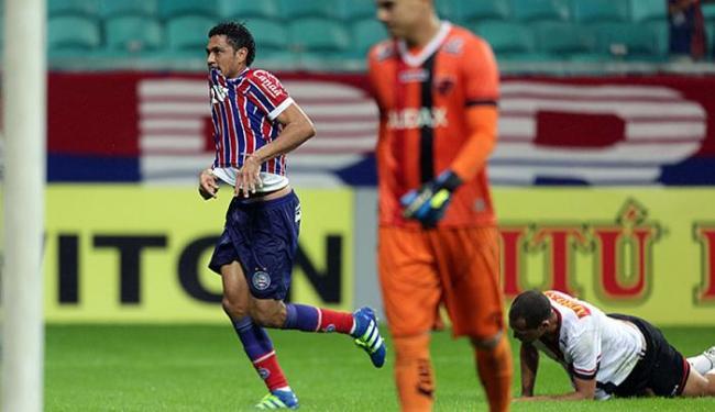 Hernane comemora após abrir o placar com um golaço - Foto: Raul Spinassé   AG. A TARDE