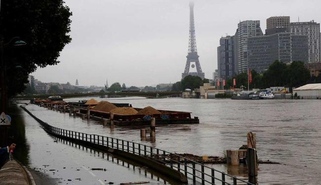Fortes chuvas fazem Rio Sena transbordas em Paris - Foto: Jacky Naegelen | Reuters