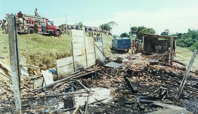 Acidente em fábrica clandestina de fogos matou 64 pessoas - Foto: Abmael Silva l Ag. A TARDE l 11.12.1998