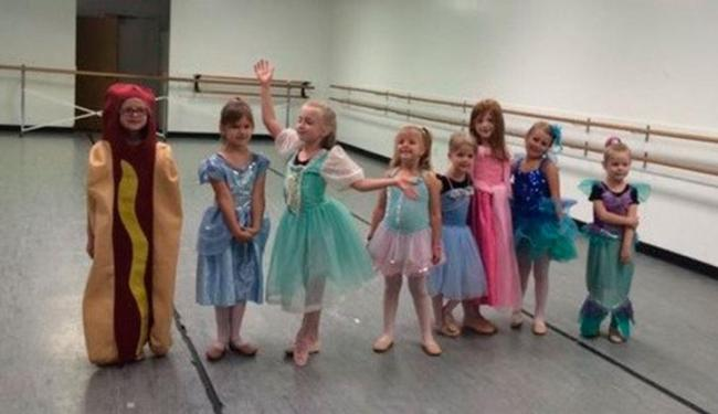 Menina optou por roupa inusitado ao invés de fantasia de princesa - Foto: Reprodução   Twitter