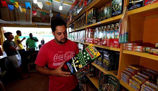 Comerciantes fazem promoção para não deixar produtos encalhados - Foto: Lucas Melo | Ag. A TARDE