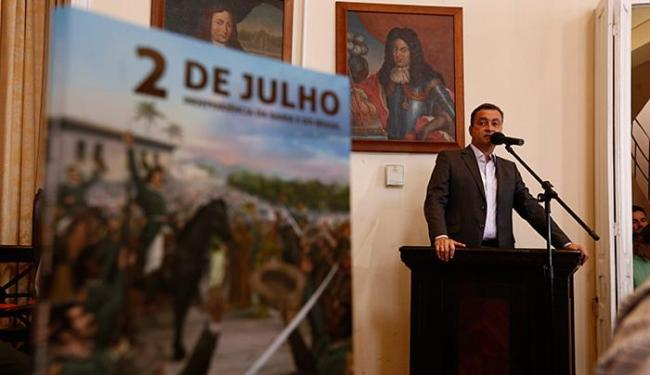 Governador Rui Costa disse que publicação será utilizada em escolas - Foto: Lucas Melo l Ag. A TARDE