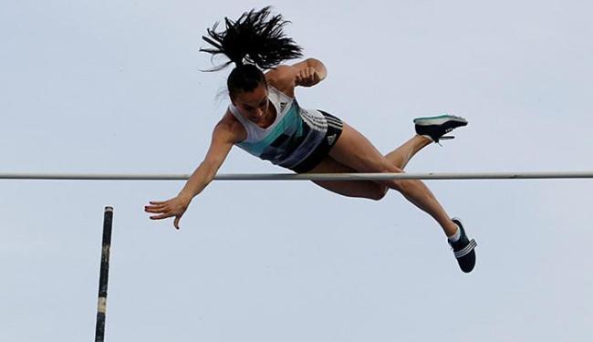 A bicampeã olímpica venceu o Campeonato Russo com a marca de 4,90m - Foto: Sergei Karpukhin l Reuters
