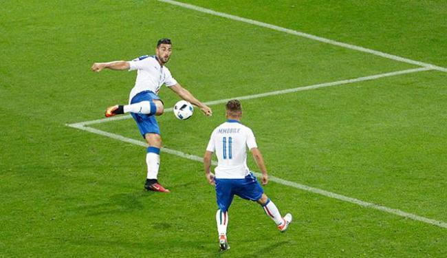 Pellè acertou um lindo voleio e decretou o triunfo da Itália - Foto: Max Rossi l Reuters