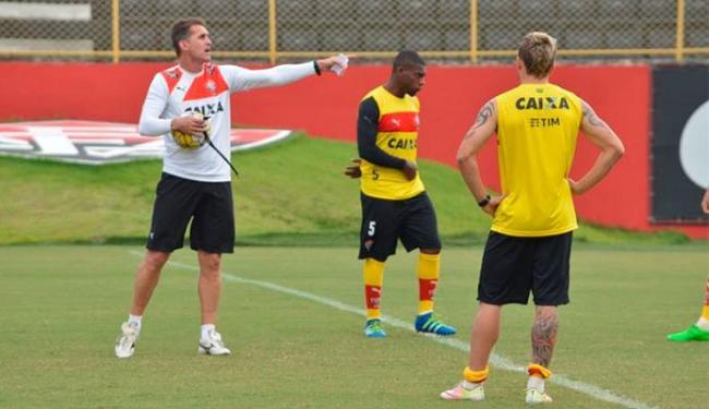 Mancini admite dúvidas para escalar time que entra em campo contra o Sport, nesta quarta - Foto: Francisco Galvão | E.C.Vitória
