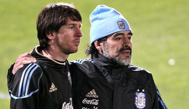 Maradona e Messi, em 2010, quando o ex-jogador comandava a seleção argentina - Foto: Cézaro De Luca | EFE