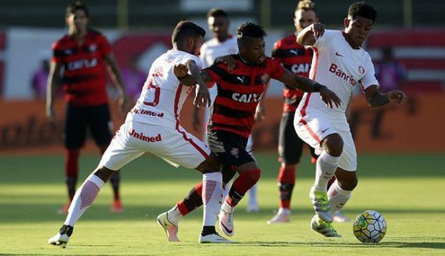 Autor do gol, Marinho 'bagunçou' a zaga adversária com muitos dribles e lances de habilidade - Foto: Raul Spinassé | Ag. A TARDE