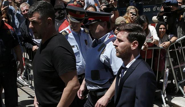 Messi e seu pai testemunharam no tribunal na última quinta-feira e negaram qualquer irregularidade - Foto: Albert Gea | Ag. Reuters