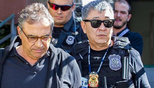 Newton Ishii (óculos escuros) ficou conhecido por participar de ações na Operação Lava Jato - Foto: Paulo Lisboa | Brazil Photo Press | Estadão Conteúdo | 22.05.2015