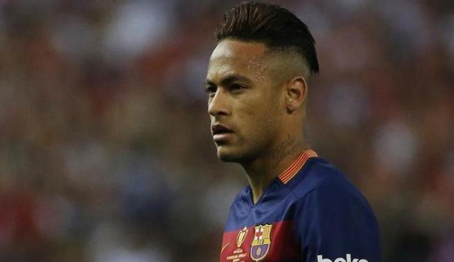 Neymar e o pai dele poderiam ser julgados com bases nos artigos 286 e 288 do código penal espanhol - Foto: Juan Medina | Ag. Reuters