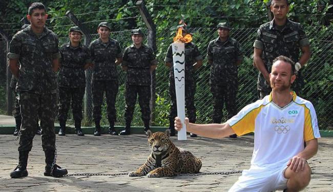 O animal teria fugido, recebido disparos de tranquilizantes, mas mesmo assim teria atacado militar - Foto: Marcio Melo | Ag. Reuters