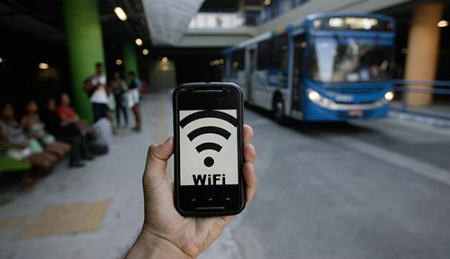 Na próxima semana, 228 ônibus oferecerão internet sem fio - Foto: Raul Spinassé l Ag. A TARDE