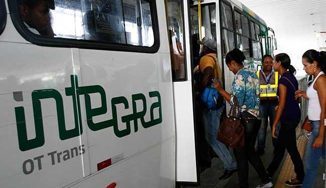 Vítimas estavam em veículo da OT Trans que fazia linha Cajazeiras x Pirajá - Foto: Adilton Venegeroles | Ag. A TARDE