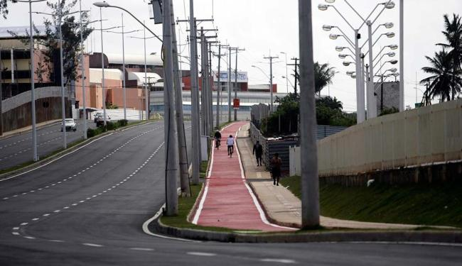 Orlando Gomes, juntamente à Av. 29 de Março, compõe a Linha Vermelha, que ligará a orla de Piatã a P - Foto: Raul Spinassé | Ag. A TARDE
