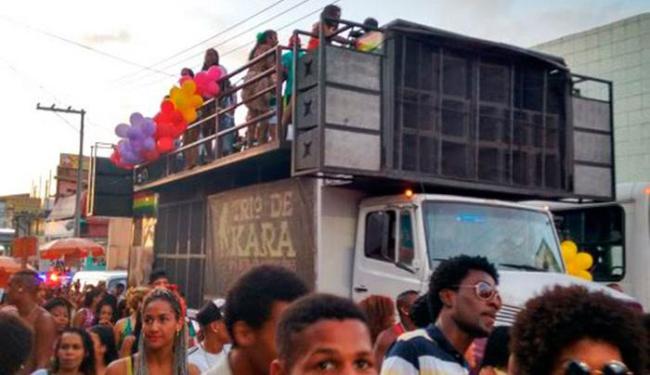 Multidão saiu do antigo final de linha de Itinga, até o largo - Foto: Laís Miranda | Ag. A TARDE