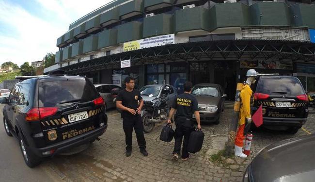 Polícia realizou buscas no Centro Comercial Gold Center, na Av. Vasco da Gama - Foto: Luciano da Matta | Ag. A TARDE