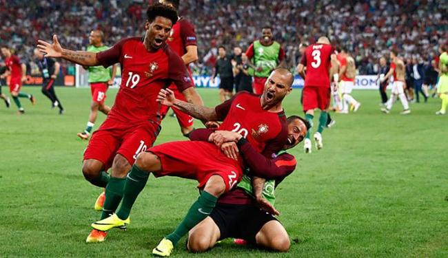 Jogadores de Portugal comemoram após garantir a classificação nos pênaltis - Foto: Kai Pfaffenbach Livepic l Reuters