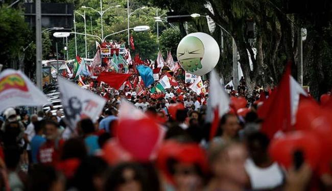 De acordo com a organização do movimento, 25 mil participaram dos protestos. PM calculou 13 mil - Foto: Adilton Venegeroles | Ag. A TARDE