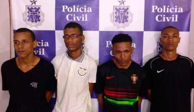Quarteto foi preso dentro de um veículo roubado - Foto: Divulgação   Polícia Civil