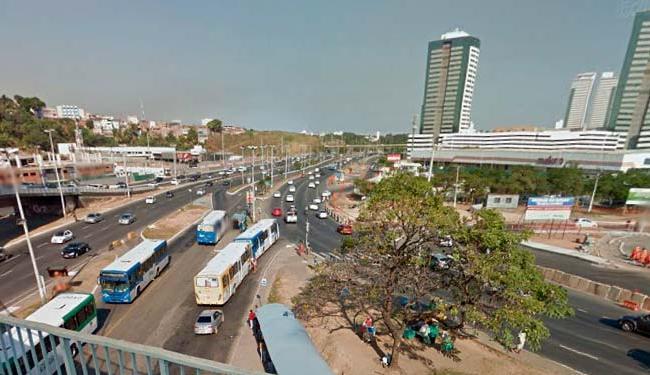 Os bandidos foram capturados entre os bairros Caminho das Árvores e Pernambués - Foto: Reprodução | Google Maps