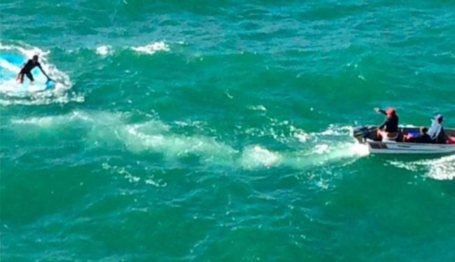 Equipe da Graer mandou outra embarcação para resgatar os náufragos - Foto: Divulgação | PM