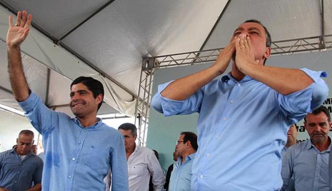 Rui Costa dividindo palanque com ACM Neto na inauguração de um conjunto do Minha Casa Minha Vida - Foto: Lúcio Távora   Ag. A TARDE