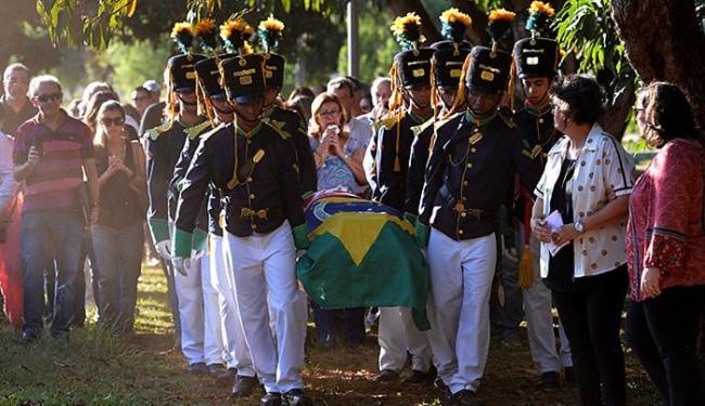 Sepultamento de ex-ministro teve honras militares, com marchas e tiros de fuzil - Foto: Edilson Rodrigues l Agência Senado