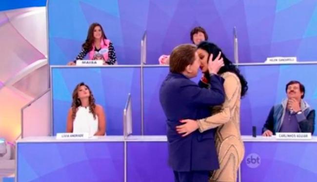 Silvio Santos fingiu beijar colega de trabalhoa - Foto: Divulgação