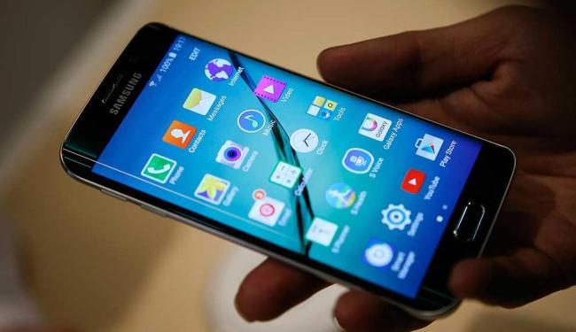Número de usuários que utilizam a internet em dispositivos móveis já ultrapassa os 72 milhões - Foto: Albert Gea | Reuters
