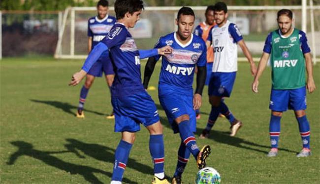 Edigar Junio (C) treinou normalmente com o restante do grupo - Foto: Felipe Oliveira l EC Bahia