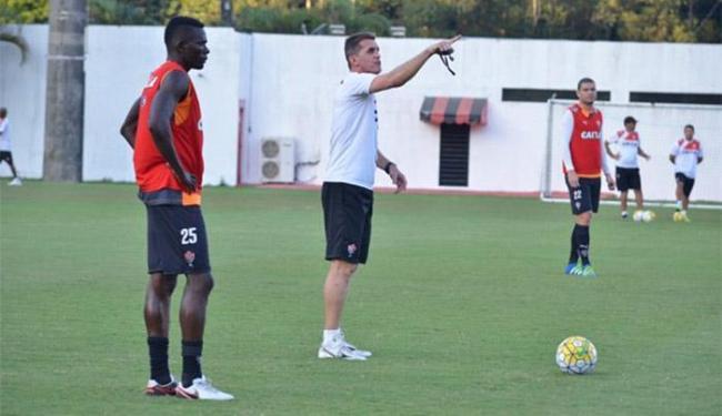 O treinador rubro-negro testou variações na formação da equipe - Foto: Francisco Galvão l EC Vitória