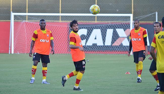 Recuperado de lesão, Tiago Real (C) já está à disposição de Mancini - Foto: Francisco Galvão l EC Vitória