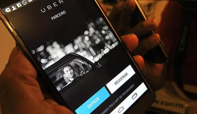 Motoristas do Uber que atuam em Salvador criticaram a nova norma municipal - Foto: Fernanda Carvalho l Fotospublicas.com
