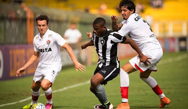 Zagueiro marcou nos acréscimos e conseguiu o para o rubro-negra - Foto: Guito Moreto | Agência O Globo