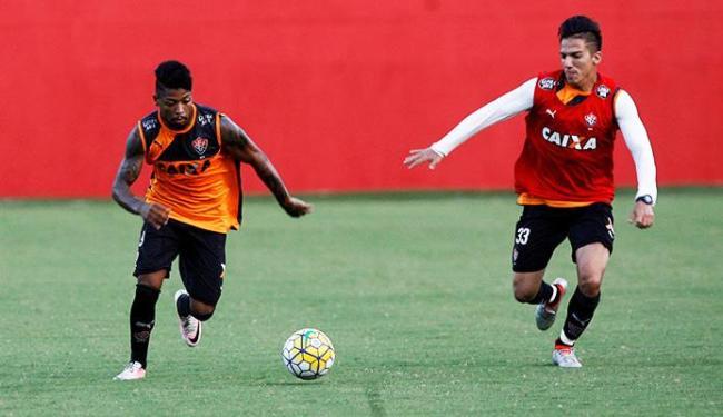 Marinho (E) tem o retorno garantido ao Vitória - Foto: Adilton Venegeroles | Ag. A TARDE