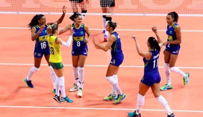 Brasileiras vibram após o triunfo sobre a Bélgica - Foto: Divulgação   FIVB