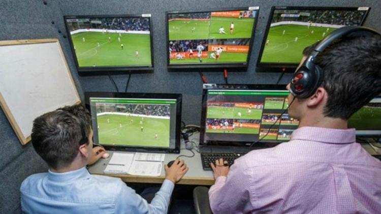 Uso de vídeo em arbitragem causa polêmica no Brasil - Foto: Divulgação   Fifa