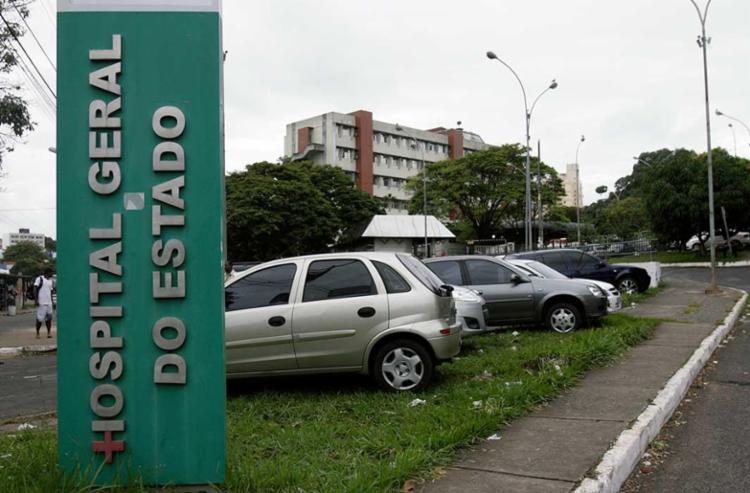 Vítima foi encaminhada para o HGE, na avenida Vasco da Gama - Foto: Adilton Venegeroles | Ag. A TARDE