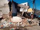 Imóvel ficou parcialmente destruído após ser atingindo por caminhão - Foto: