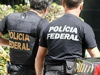 Criminosos usavam camisa da Polícia Federal para ter acesso aos locais - Foto: Adilton Venegeroles | Ag. A TARDE