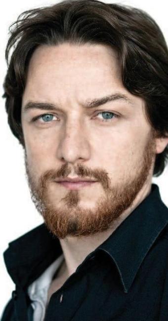 O ator James McAvoy, o professor Professor Xavier em X-Men, tem cabelos escuros e barba ruiva - Foto: Reprodução