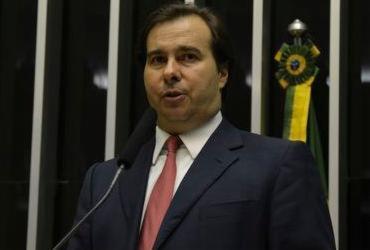 """Rodrigo Maia pede votos em """"festança"""" em Salvador com Neto e deputados"""