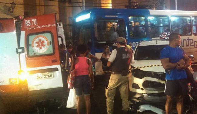 Motociclista foi socorrido por uma equipe do SAMU - Foto: Andrea Chaves   Ag. A TARDE