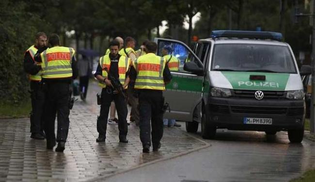 A polícia local pede que os cidadãos evitem áreas públicas - Foto: Michael Dalder | Reuters