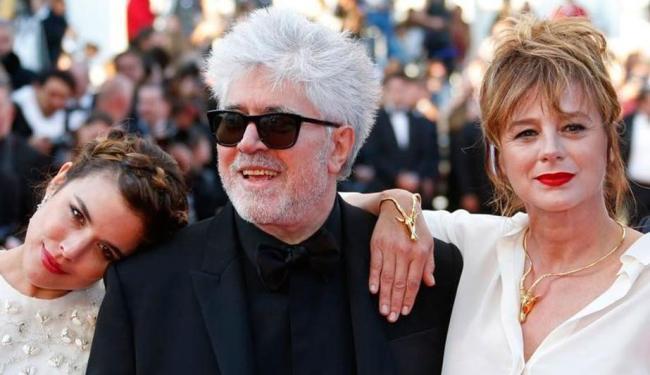 Almodóvar e suas duas musas do filme Julieta - Foto: Reuters