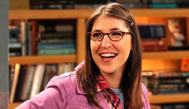 Atriz, que também é cientista, interpreta Amy na série - Foto: Divulgação