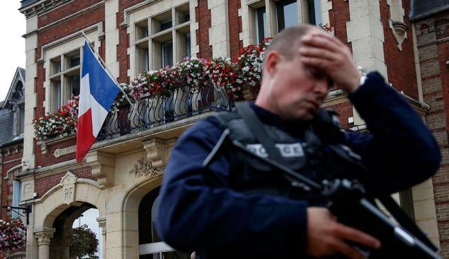 Padre foi degolado por agressores - Foto: Pascal Rossignol | Agência Reuters